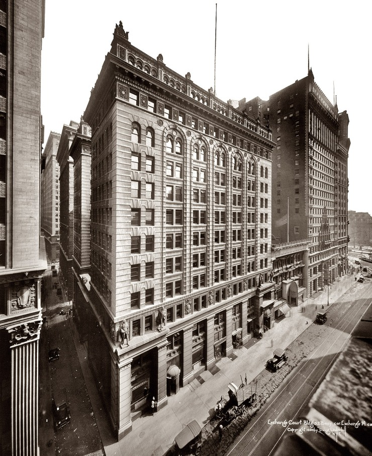 side-ExchangeCourtBuildingNYC1920