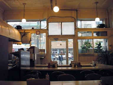 elf-coffee-seafood interior